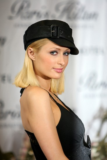 Paris-Hilton-Press-(13)